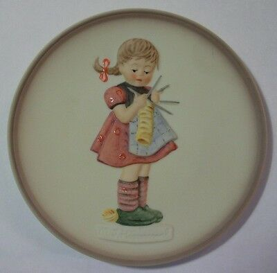 "M.i.hummel By Goebel ""a Stitch In Time- (3/4) Little Homemakers Hum 747 Mib"