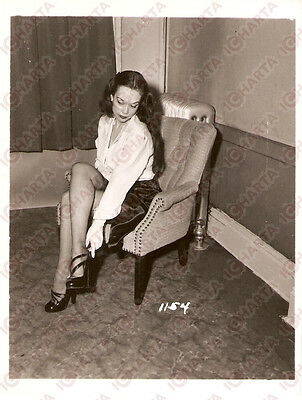 1965 ca USA - EROTICA VINTAGE Girl wearing high heels shoes on armchair PHOTO