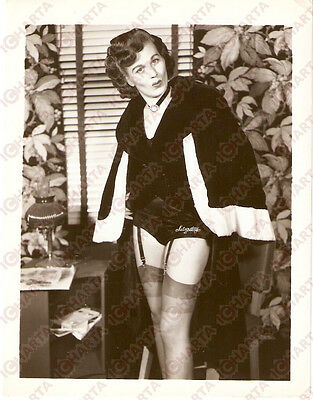 1965 ca USA - EROTICA VINTAGE Mature woman wearing her Saturday's panties *PHOTO
