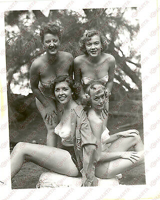 1965 ca USA - EROTICA VINTAGE Four smiling women in bathing suit *PHOTO