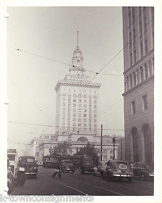 CITY HALL OAKLAND CALIFORNIA VINTAGE WWII SOLDIERS 1940s SNAPSHOT PHOTO