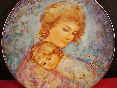 """Knowles-Edna Hibel Mother's Day Plate for 1984 """"Abby and Liss"""" NIB with certs"""