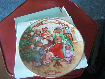 """Avon """"Together for Christmas"""" porcelain coll. plate"""