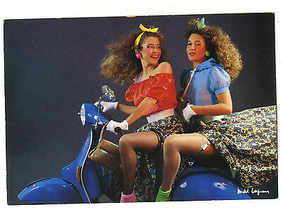 18 Cartes Postales  Femme Pin Up Vespa Scooter Photographe Michel Laguens