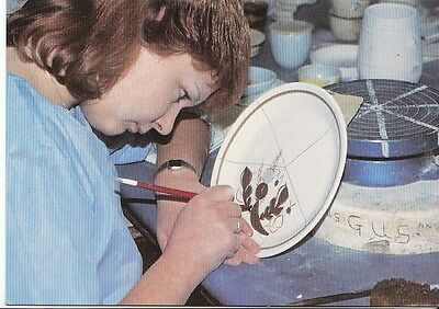 Occupations Postcard - Thistle Pottery - Hand Decorating - Crieff   A7844