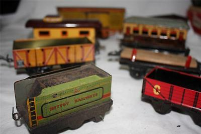 O GAUGE CLOCKWORK TINPLATE X 8   WAGONS  k2502]