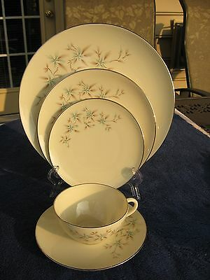 Lenox China  Wyndcrest 5 pc  Place Setting in Excellent Condition
