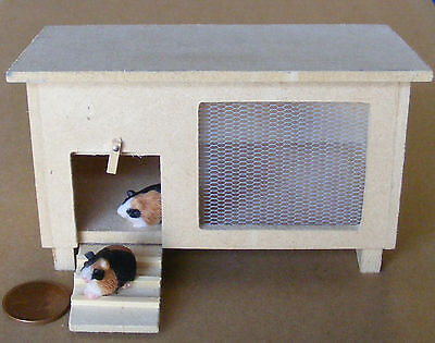 1:12 Natural Finish Wooden Hutch & Guinea Pig Dolls House Miniature Garden dol