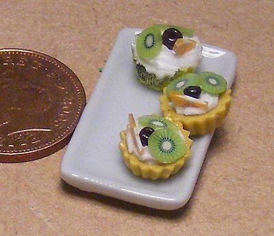 1:12 Scale Ceramic Tray Of 3 Kiwi /& Cherry Cup Cakes Tumdee Dolls House PL49