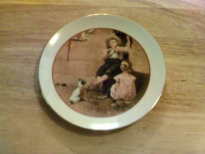 DECORATIVE COLLECTOR PLATE NORMAN ROCKWELL YOUNG LOVE SERIES 1982