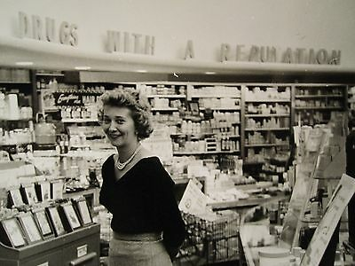 "VINTAGE 1956 NEW YORK CITY NYC PHARMACY ""DRUGS WITH A REPUTATION"" CAMERAS PHOTO"