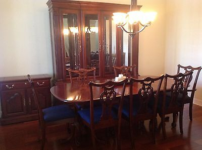 Cherry Wood Heirloom Pennsylvania House Dining Room Set w Lighted Buffet /Server