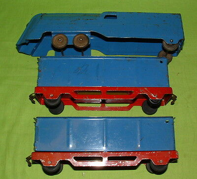 LTD TOY STAMP & MARX PRESS STEEL FLOOR TRAIN WITH 2 COAL CARS