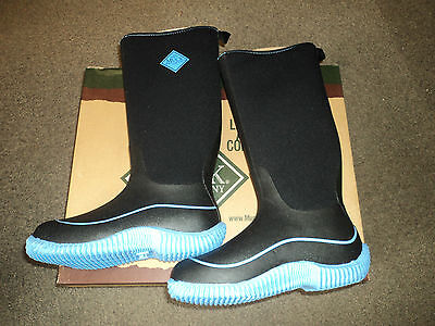 Muck boots hale,black and baby blue