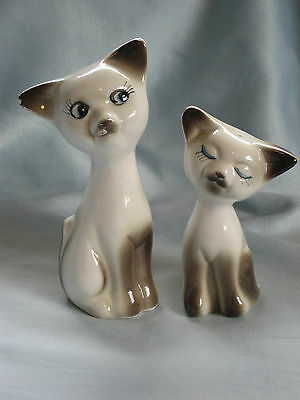 Vintage Hand-Painted Mama Cat and Kitten Salt and Pepper