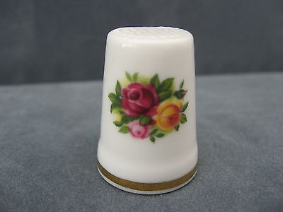 PRETTY ROYAL ALBERT OLD COUNTRY ROSES THIMBLE