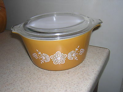 Vintage Pyrex 1 QT Butterfly Gold Cinderella Bowl with Lid