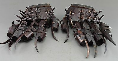 Ancient Collectibles Decorated Old  Copper Hammered Protective Gloves In War.