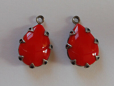 VINTAGE CHERRY RED SMOOTH GLASS BEAD PENDANT TEAR DROP BEAD 13 x 18mm SILVER SET