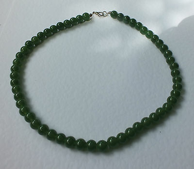 DEEP GREEN GLASS NECKLACE FLECKED WITH DEEP RED SILVER PL 16 INCH PRL