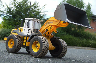 Large Scale 8 Function Radio Control Wheeled Loader with Working Lights - Hobby