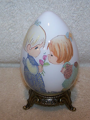 PRECIOUS MOMENTS NE'QWA ART GLASS EGG. GOOD FRIENDS ARE FOREVER. NEW.
