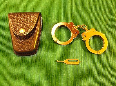 Hiatt (Made in England) Hand Cuffs, Streichers Key, Dutyman leather holder #8821