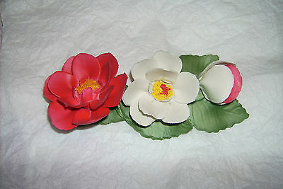 CAPODIMONTE ITALY RED & WHITE ROSES YORK & LANCASTER 1985 FRANKLIN MINT PIECE