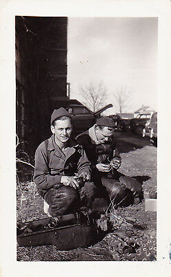 VINTAGE 1940'S B&W WWII US MILITARY 2 SOLDIERS MECHANICS WORKING PHOTO