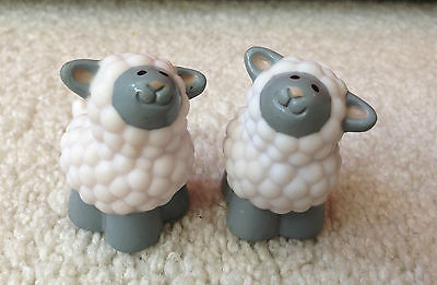 FISHER PRICE LITTLE PEOPLE 2 FARM ZOO BABY SHEEP LAMB TINY CUTE 1995 REPLACEMENT