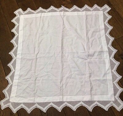 ViNTAGE IRISH SQUARE LINEN TABLECLOTH BEAUTIFUL EDGED  CROCHET LACE