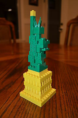 2015 LEGO Mini Statue of Liberty Times Square Toys R Us Exclusive 3450 Christmas