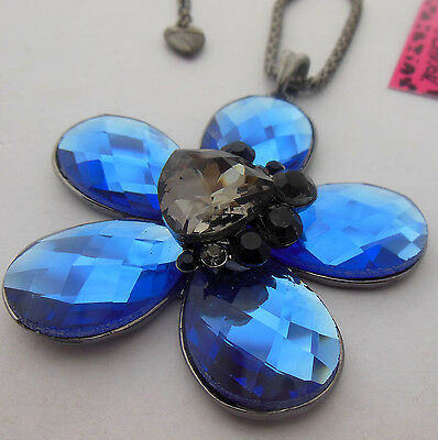 Betsey Johnson Beautiful blue flower / heart-shaped crystal necklace #N330