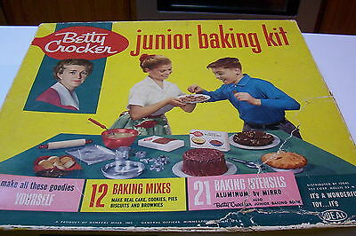 Vintage 1960's Betty Crocker Junior Baking Set Complete in Box Excellent Condtio