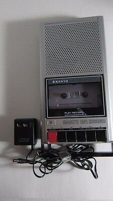 Sanyo Slim 10 Portable Cassette Player & Recorder Vintage w/ AC Adapter