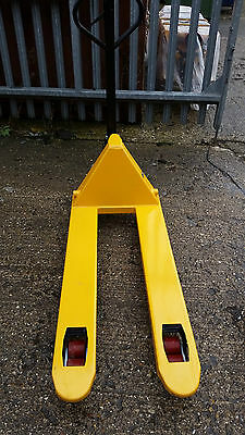 Brand New but Scratched Pallet Truck 2.5t Capacity 1150mm x 550mm PT-04
