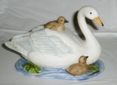 HOMCO Swan Figurine with Babies 1467 EUC