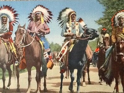 Indian Braves Lined Up For Parade, Post Card, Unused - Vintage