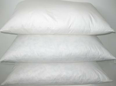 NEW - PAIR OF FINE WHITE GOOSE FEATHER & DOWN PILLOWS ( 40% Down )