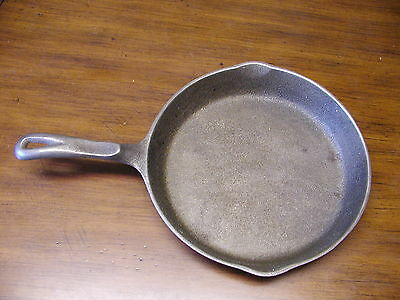 """WAGNER'S 1891 ORIGINAL 10 1/2"""" V SKILLET WITH DOUBLE POUR SPOUTS"""