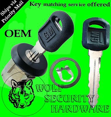 Chevy Astro GMC Safari 96-00 OEM Single Door Key Lock Cylinder Black 2 GM Keys
