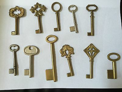 11 Vintage Real / Decorative skeleton keys