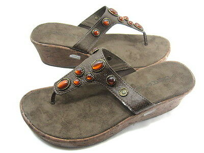 4dc69138623648 Cudas Women s Taza Wedge Thong Sandal Brown Leather-Like Micro Suede Size 9  Med