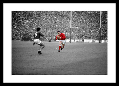 Phil Bennett Wales Rugby 1976 Spot Colour Photo Memorabilia (SPOT127)