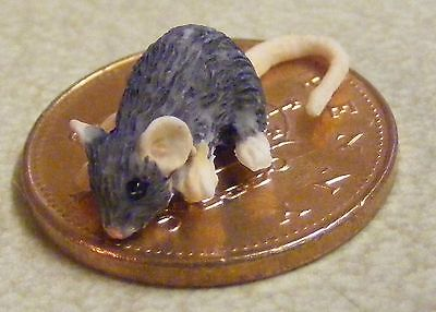 1:12 Scale Dolls House Miniature White Resin Mouse Pet Accessory A