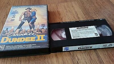 CROCODILE DUNDEE 2 .  PAUL HOGAN & LINDA KOZLOWSKI -  CBS Fox  VHS VIDEO
