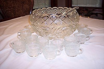 Vintage L.E Smith Glass 21pc Holiday Punch Bowl Set – 19 Cups & Glass Ladle