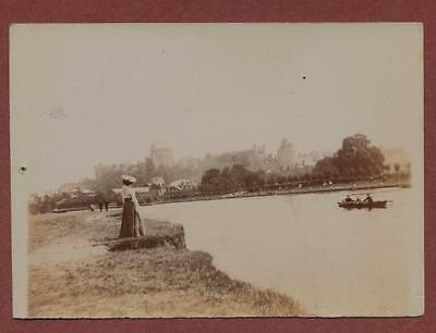 Windsor Castle - lady - boat on river   qp651