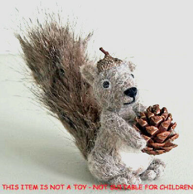 New Pin Felt Needle Felted Collectible Miniature Grey Squirrel Pine Cone Gift