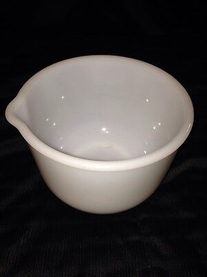 """Glass Bake Milk Glass Small 6.5"""" Mixing Bowl With Pourspout"""